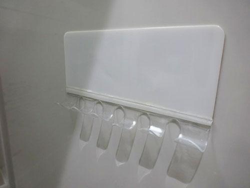 カインズホームの貼ってはがせる歯ブラシホルダー